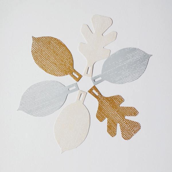 jurianne matter geschenanhaenger gift tags leaves blaetter weiss braun grau wunderschoen-gemacht