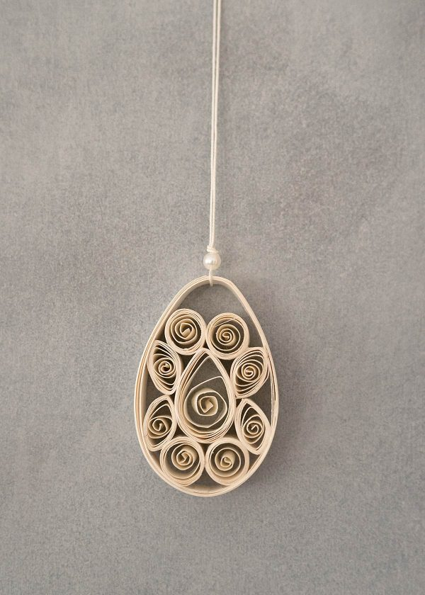 dbkd-osterei-aus-papier-mit-perle-ornament-paper-egg-wunderschoen-gemacht