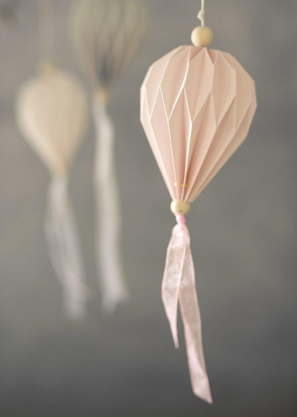 storefactory-papier-plissees-falen-rosetten-ornamente-boviken-wunderschoen-gemacht