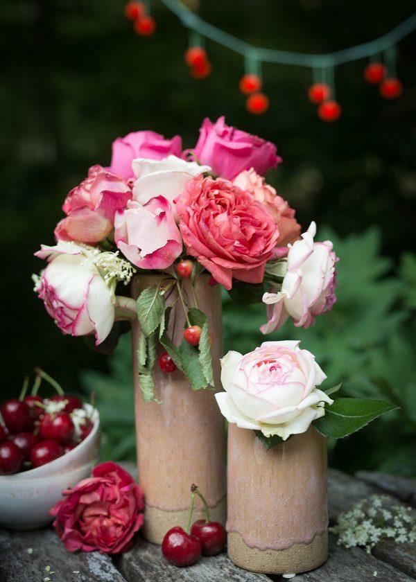 broste-copenhagen-vasen-slim-keramik-rosa-freilandrosen-wunderschoen-gemacht