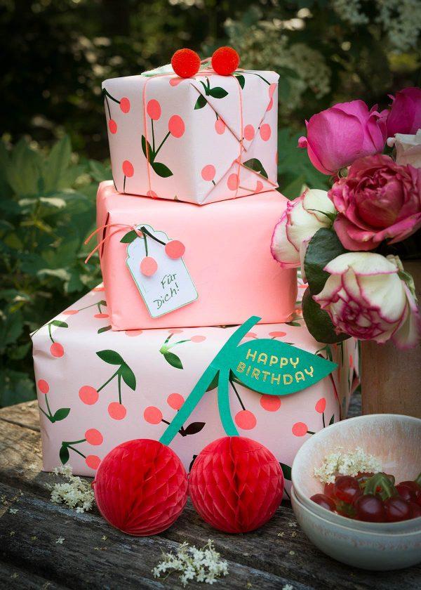 meri-meri-geschenkpapier-cherries-cherry-kirschen-wunderschoen-gemacht