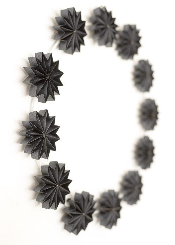 leporello gefaltete papier sternen kranz schwarz wunderschoen-gemacht