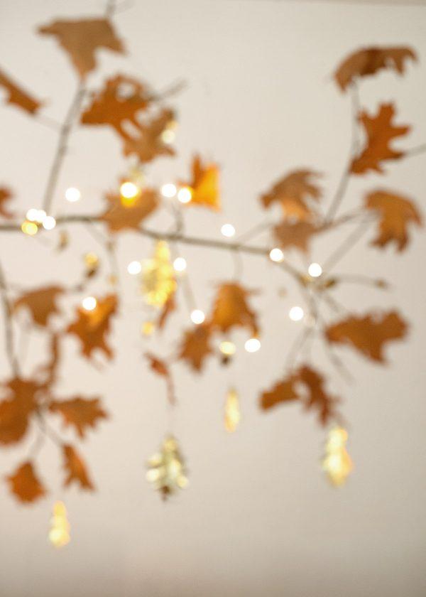 herbstlaub-mit-lichterkette-wunderschoen-gemacht
