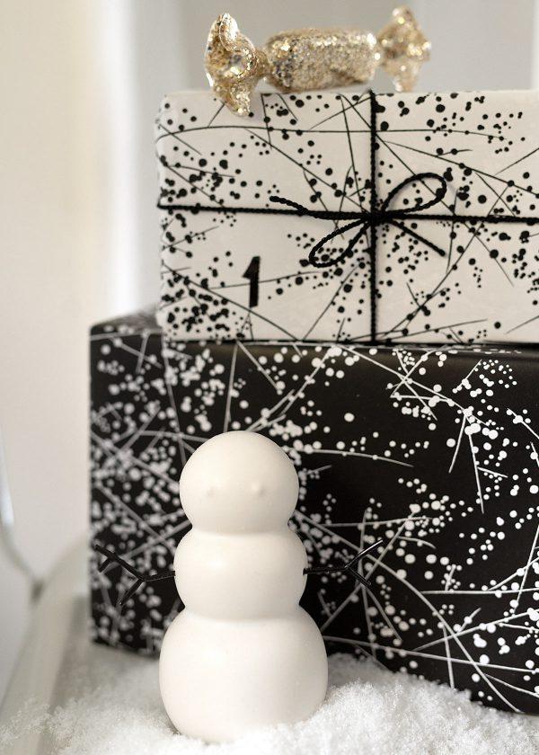 jurianne-matter-geschenkpapier-schwarz-weiss-beeren-aeste-paris-winter-chic-wunderschoen-gemacht