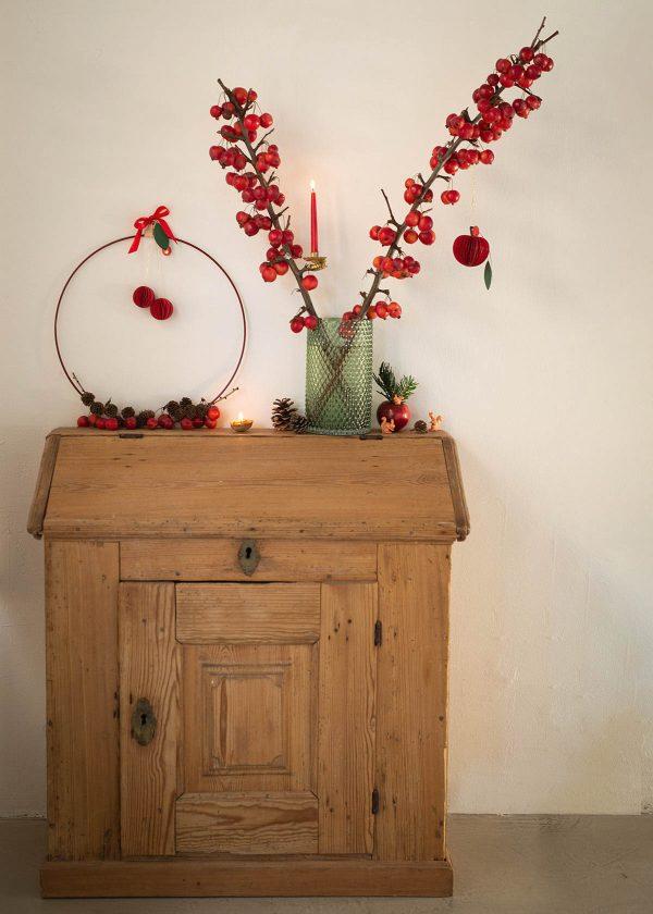 weihnachtsdeko-mit-zoieraepfeln-kranz-strups-ring-wunderschoen-gemacht