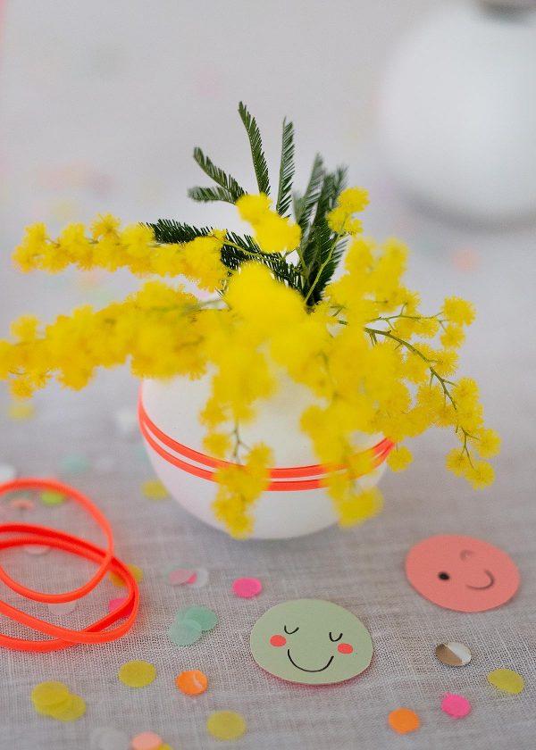 cooee-design-kugelvase-ballvase-weiss-mit-neon-gummis-wunderschoen-gemacht