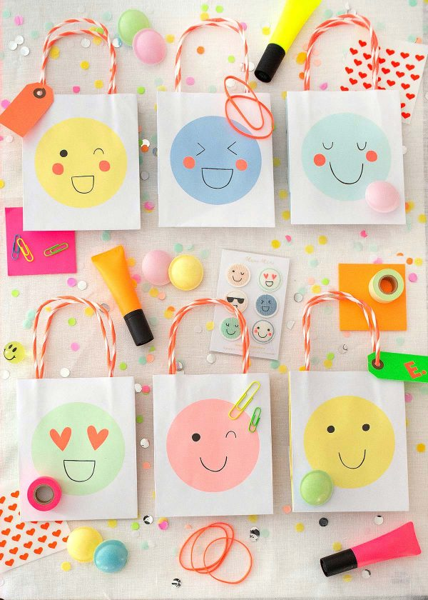 meri-meri-emoji-smileys-tueten-give-away-neon-pastell-party-wunderschoen-gemacht