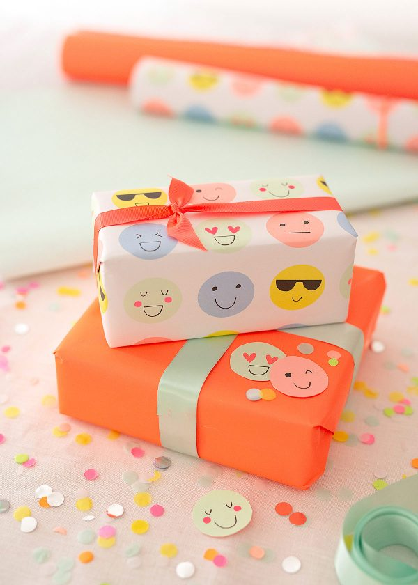 meri-meri-geschenkpapier-emojis-smileys-neon-pastell-wunderschoen-gemacht