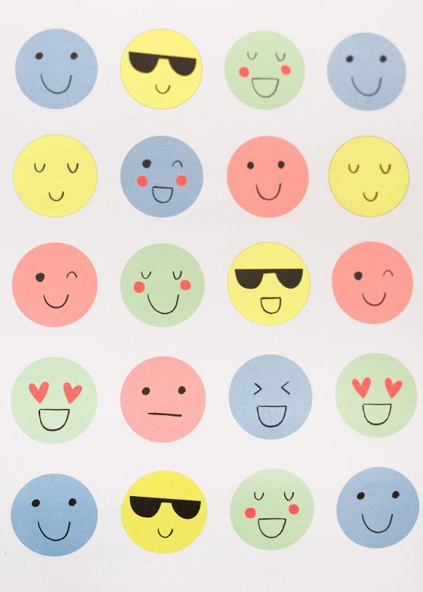 meri-meri-geschenkpapier-emojis-smileys-pastell-neon-wunderschoen-gemacht