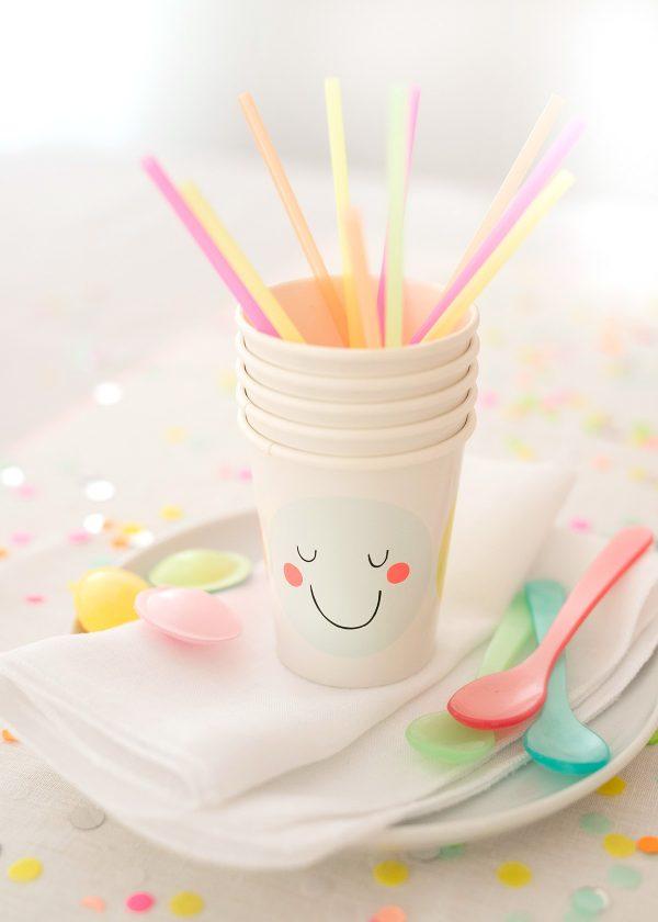 meri-meri-papp-becher-emojis-smileys-cups-neon-pastell-wunderschoen-gemacht
