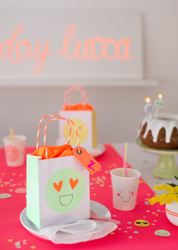 meri-meri-pastell-neon-emoji-party-deko-wunderschoen-gemacht