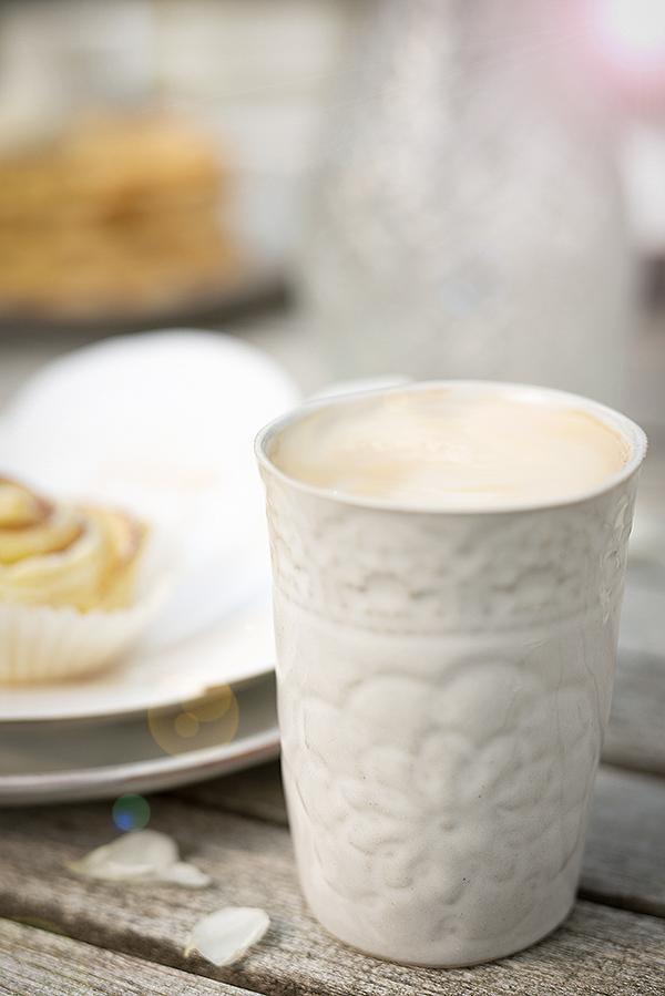 mia-blanche-keramikbecher-blumenmuster-farmor-wunderschoen-gemacht